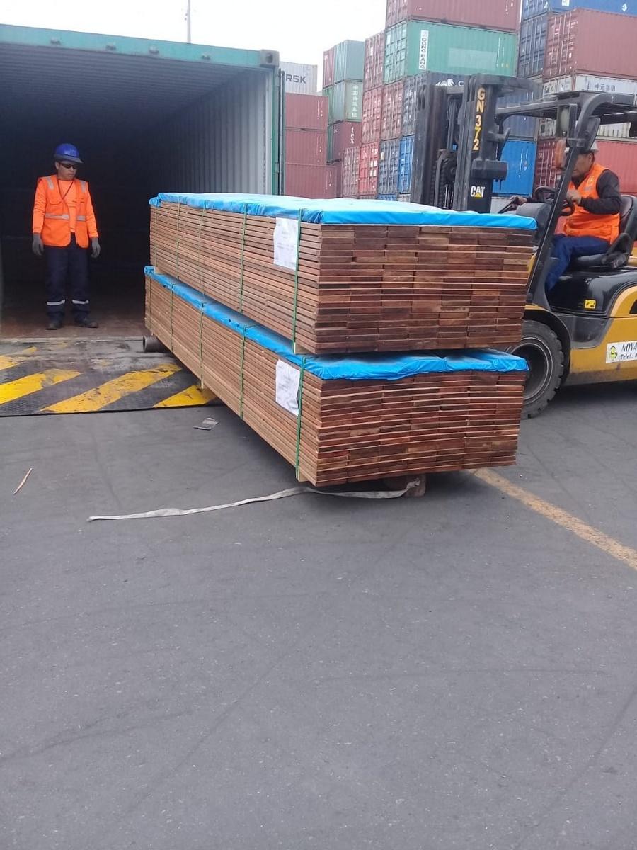 Les container de Cumaru  de Eurodek manipulations mise en containers