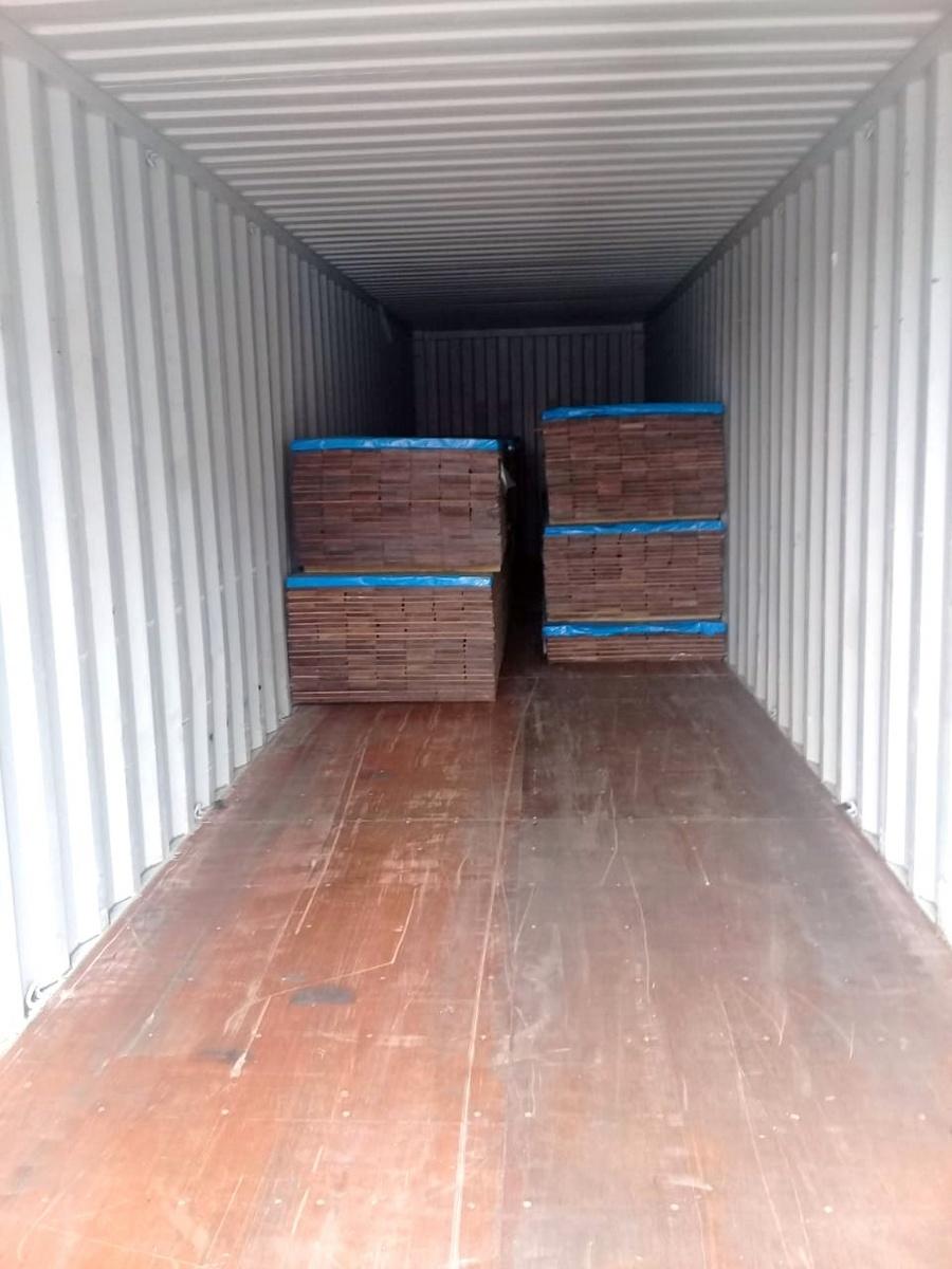 Les container de Cumaru  de Eurodek rangement dans le container